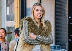 Modelul Ashley Hart s-a măritat în secret, fără familie