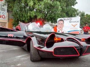 Un candidat mexican promite să lupte împotriva corupţiei exact ca Batman