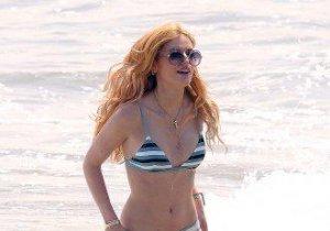 Ce apariţie! Bella Thorne, hot pe plaja din Malibu