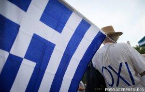 Doar grecii pot decide dacă vor păstra sau nu moneda euro. Vezi cine spune asta