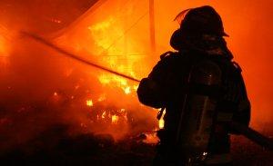 Un bătrân a ars de viu în propria casă