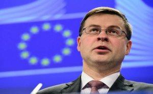 Comisia Europeană: Grecia TREBUIE să rămână în zona euro