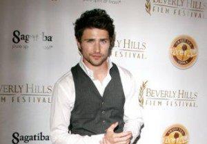 Matt Dallas, star din Eastwick, a avut un weekend plin. S-a însurat cu iubitul gay