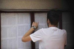 REZULTATE BACALAUREAT 2015 EDU.RO. Aproape trei sferturi dintre candidaţii la Bac din Prahova au promovat examenul