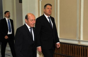 Băsescu, pont pentru Klaus Iohannis privind Serviciile