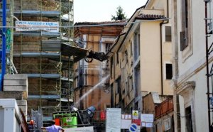 Firme din România, implicate în activităţi ilegale pentru reconstrucţia postseismică în Italia