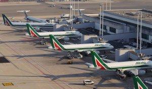 Traficul a fost reluat cu dificultate pe aeroportul din Roma după un incendiu de vegetație
