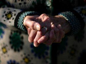 O tânără i-a spus bunicii sale că iubitul o înșală. Reacția demențială a bătrânei