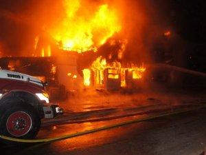 Incendiu puternic la un imobil din Paris: Cel puţin opt oameni au murit