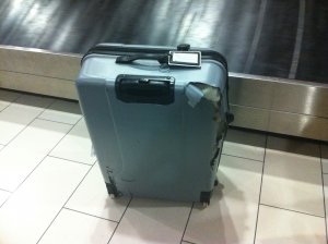 Zbori des cu avionul? AŞA afli dacă bagajul tău a fost deschis sau bruscat