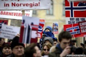 "Sute de persoane la mitingul de solidaritate ""Pro Familia Bodnariu și Nan"", organizat la Târgu Mureș"