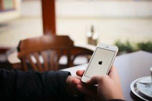 O breșă de securitate a iPhone-ului îți pune în pericol datele personale
