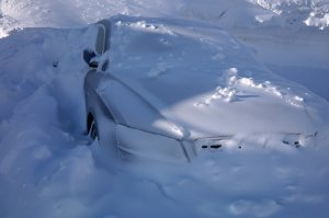 60 de mașini blocate pe Transalpina din cauza zăpezii