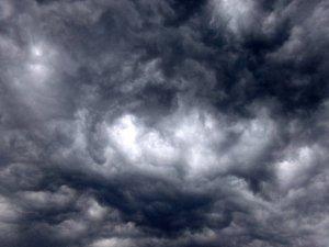 Atenţionări de vânt puternic pentru Valea Oltului şi judeţul Caraş-Severin