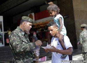 Peste 220.000 de militari, mobilizaţi pe străzile din Brazilia din cauza virusului Zika