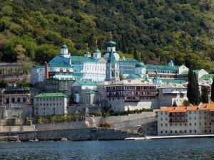 Întâlnire de taină între Ceaușescu și călugării de pe Muntele Athos. Ce au cerut pustnicii de la Ceaușescu