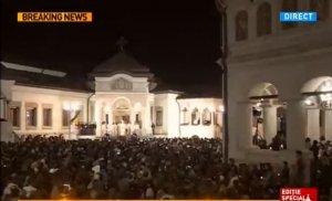 """PAȘTE 2016. Incidente la slujba de Înviere de la Patriarhia Română. Un bărbat a strigat """"Demisia!"""" președintelui Iohannis"""