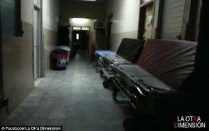 A filmat holul unui spital despre care legenda spune că ar fi bântuit. Șocul pe care l-a avut când s-a uitat pe imagini