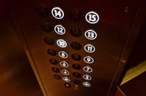Accident cumplit! Un copil de doi ani a murit în lift chiar sub ochii tatălui său