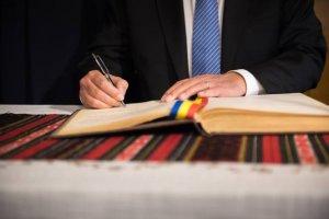 Iohannis a semnat decretele de eliberare din funcție. Pe cine a dat afară