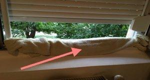 A pus un prosop ud la fereastra. Vezi motivul genial