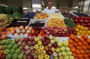 Pâinea, legumele şi fructele s-ar putea ieftini cu 10-12%