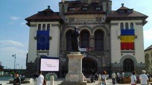 Accident şocant în centrul Constanţei! Un balcon din lemn s-a prăbuşit în Piaţa Ovidiu