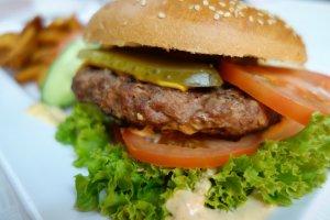 Restaurantul care oferă burgeri gratis, pe viaţă. Cum funcționează oferta