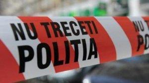 Un bărbat a murit după un scandal cu soția. S-a tăiat la gât când polițiștii i-au bătut la ușă
