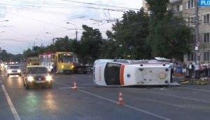Accident grav în Ploiești! Cinci persoane au fost rănite, după ce o mașină a intrat într-o ambulanță