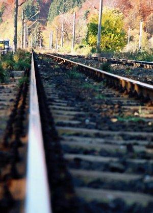 Moarte înfiorătoare pentru un bărbat, lângă Timișoara! A sfârșit sfârtecat de tren și târât apoi 150 de metri pe calea ferată