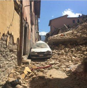 """Scene de coșmar după cutremurele din Italia. Mulți dintre morți sunt copii. """"Este îngrozitor. Numărul victimelor va crește mult"""""""