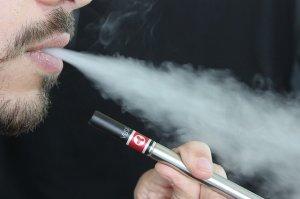 Avertisment privind ţigările electronice. ''Nu le mai folosiţi pentru că...''