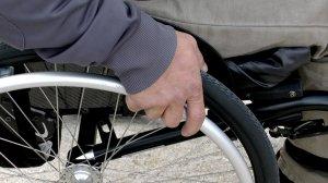 A stat 43 de ani într-un scaun cu rotile, din cauza unui diagnostic greșit