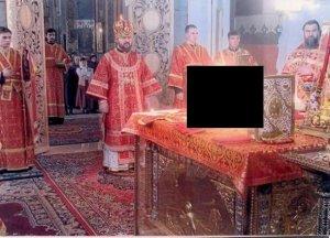 Ce a apărut într-o fotografie făcută în timpul slujbei. Minunea a fost invizibilă pentru credincioşii aflaţi atunci în biserică - FOTO