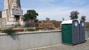Cum e batjocorit obeliscul lui Horea, Cloșca și Crișan din Alba Iulia