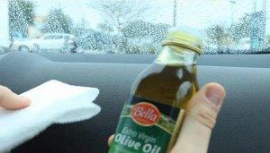VIDEO! A picurat ulei de masline in toata masina! Toti credeau ca e nebuna, isa vei incerca si tu imediat! Sigur nu stiai trucul asta!