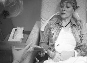 """Mesajul dureros transmis de actrița Shannen Doherty, bolnavă de cancer: """"Uneori simt că nu o să reușesc"""""""