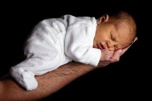 După ce a pierdut 16 sarcini, a născut o fetiţă. Ce soartă a avut copilul, după 14 ore de agonie