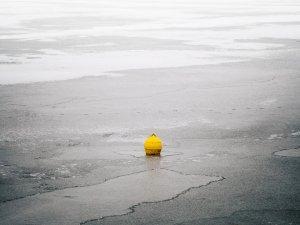 """A ales să patineze pe un lac îngheţat. Când a ajuns în mijlocul său a avut un şoc. """"Este cumplit..."""""""