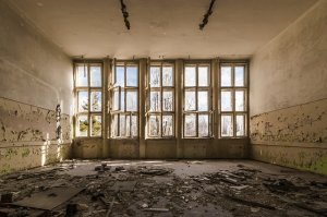 ALEGERI PARLAMENTARE 2016. Românii care vor vota în clădiri părăsite sau anexe de biserici