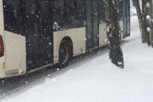 Un autobuz din Buzău a circulat până la capăt de linie cu un pasager mort. Cei din jur au crezut că doarme