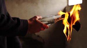 Sediul partidului Syriza, atacat cu sticle incendiare