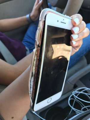 Probleme pentru compania Apple! Un iPhone 7 Plus a luat foc din senin
