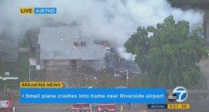 California: Un avion particular s-a prăbuşit peste două locuinţe dintr-un cartier rezidenţial. Patru persoane şi-au pierdut viaţa
