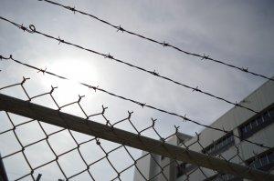 """Un bolnav de leucemie a murit în penitenciar. Avocatul Cosmin Bolosin: """"Ajungem să avem oameni care sunt scoși cu picioarele în față din penitenciare"""""""