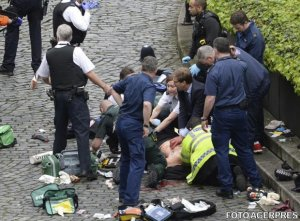 MAE: Românca aflată în stare gravă după atacul de la Londra - transferată în alt spital, pentru investigaţii