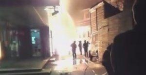 Incendiu uriaș în Brașov. O clădire a luat foc aproape de miezul nopții