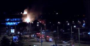 Incendiu uriaș în Brașov. O clădire a luat foc - VIDEO