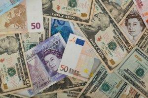 Lira sterlină după Brexit. Ce se întâmplă cu moneda britanică, după activarea Articolul 50